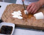 Paso 4: Picar el queso y servir