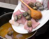 Paso 4: Añadir las almejas y el pescado