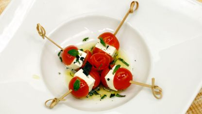 Brochetas de tomates cherry y queso fresco