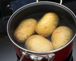 Paso 2: Cocer las patatas y hacer el puré