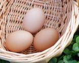 Huevos con patatas, espárragos y habitas, plato saludable rico en fibra