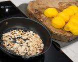 Paso 1: Pelar los melocotones y tostar las almendras