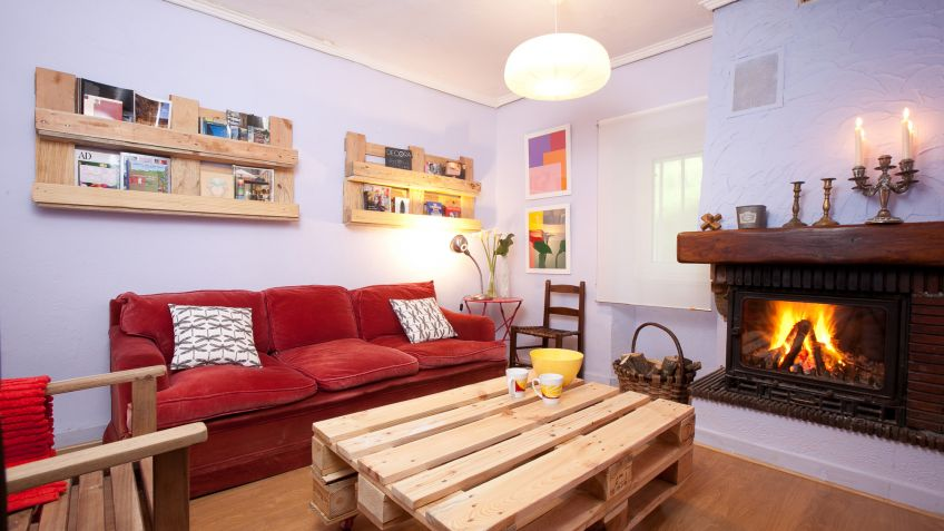 Sala cálida y acogedora con chimenea   decogarden
