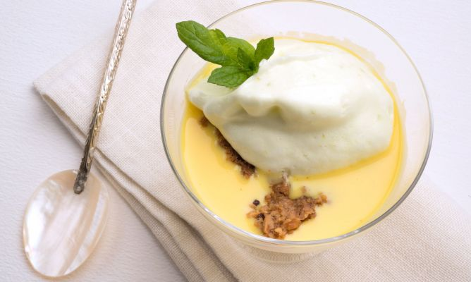 Receta de Natillas con merengue de lima y crumble de avellana