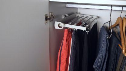Colocar barra colgador de armario bricoman a for Barra extensible armario