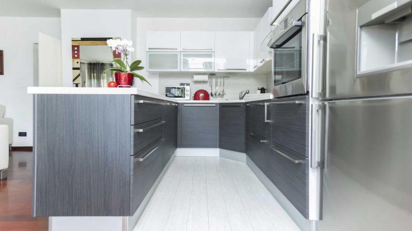 Cocina blanca y gris hogarmania - Cocinas grises con encimera blanca ...