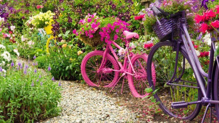 decorar jardines con bicicletas - Decorar Un Jardin