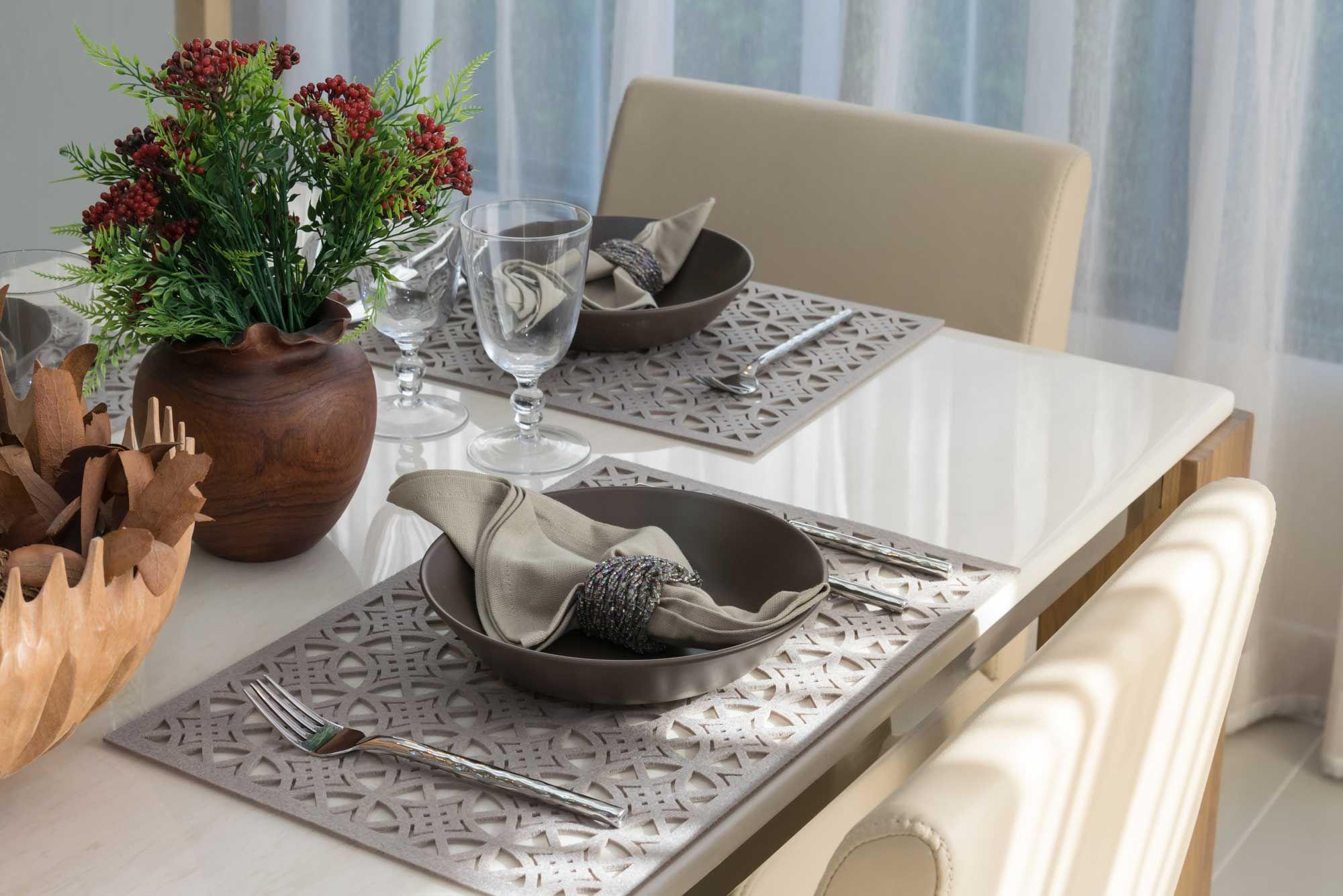 Decorar una mesa elegante y sencilla