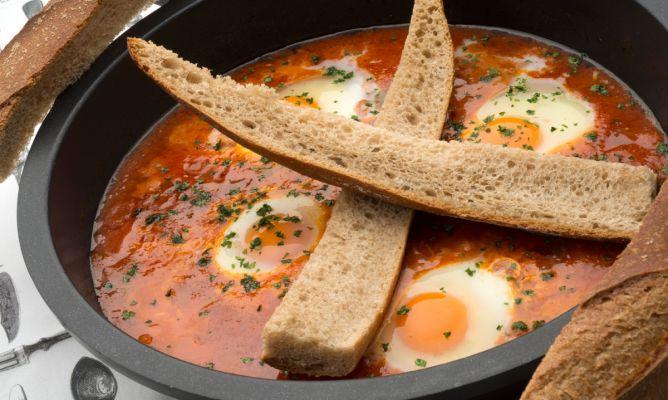 Receta de Huevos entomatados - Karlos Arguiñano