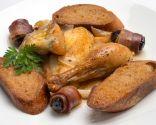 Pollo al txakoli con pan de ajo