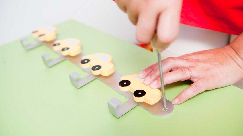 Ideas y ejemplos para hacer un perchero infantil - Perchero infantil pared ...