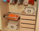 Colocar un cesto metálico en armario