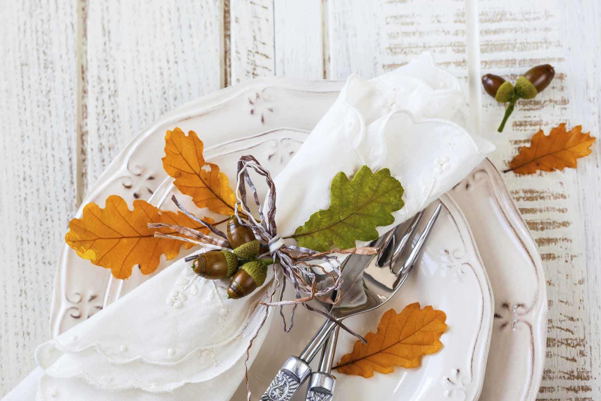 Decoración de otoño para la mesa - Hojas secas