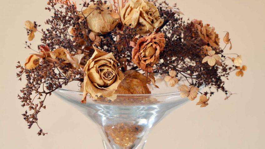 decorar los jarrones con flores en otoo