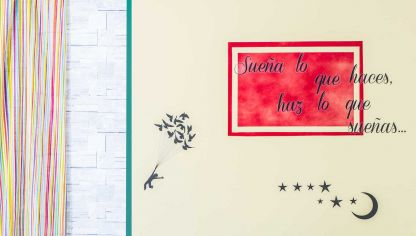 Decorar pared con pintura y stickers