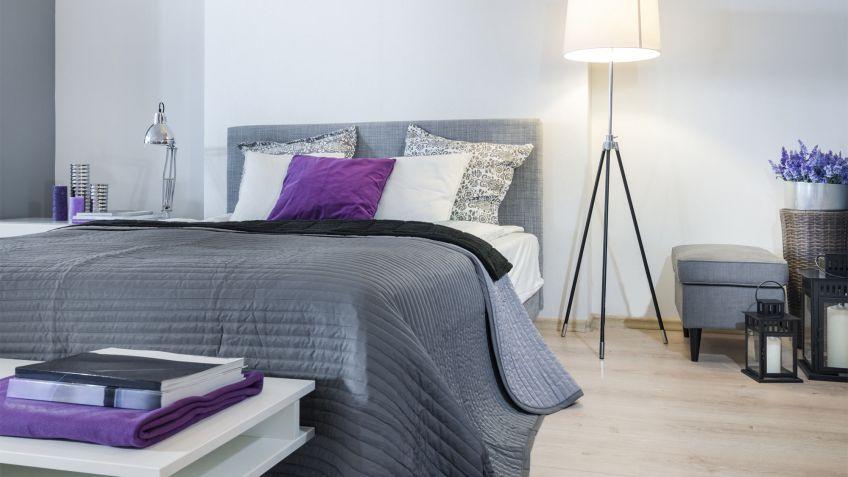 dormitorio en gris y blanco