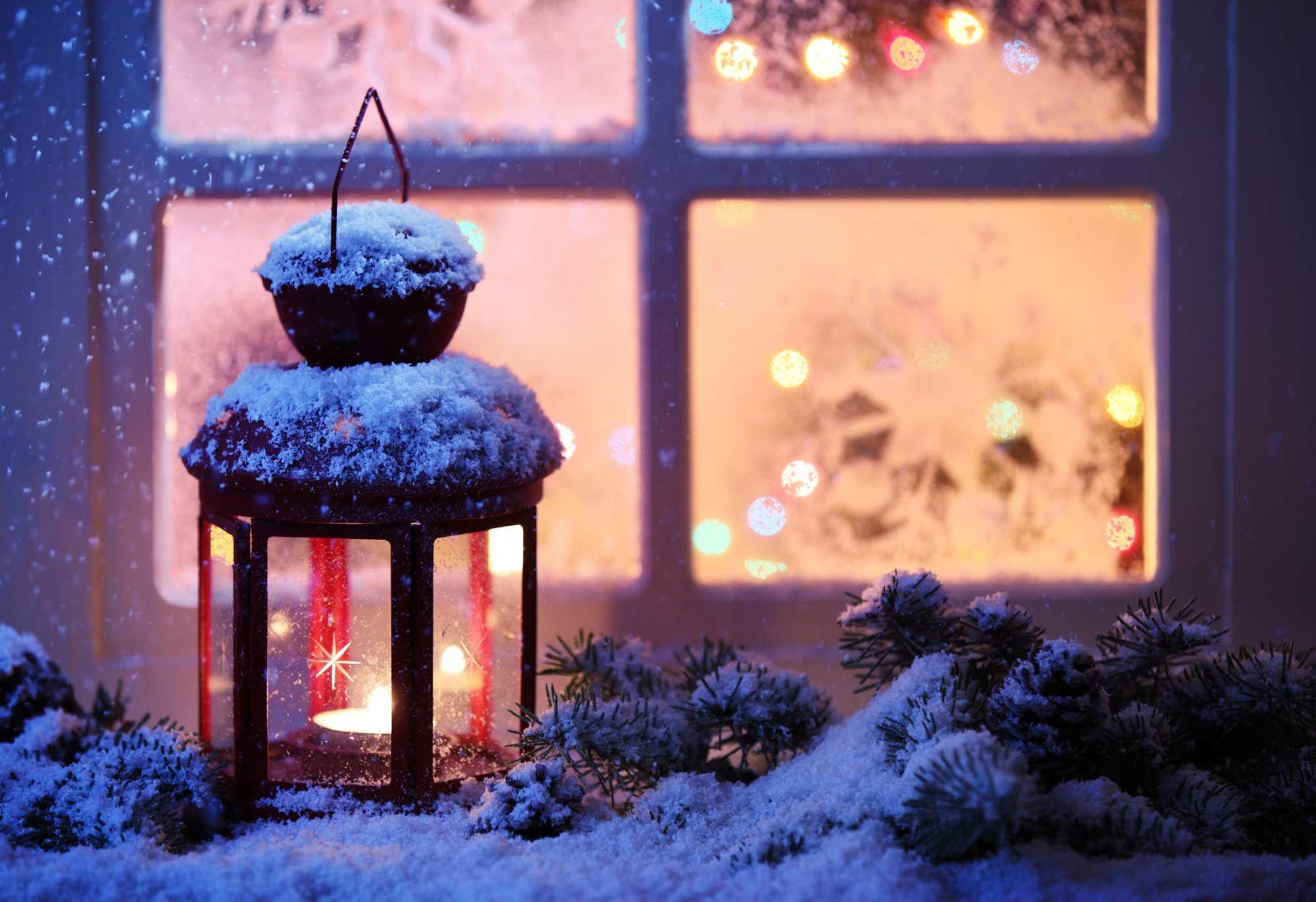 Iluminación navideña con farolillos de velas