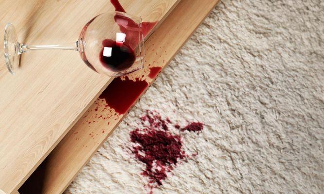 Limpiar manchas de vino de la alfombra hogarmania - Manchas de vino ...