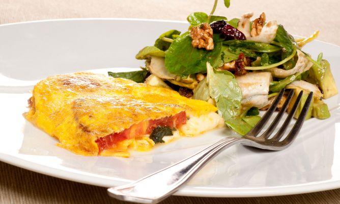 Casa y Jardín- -Gastronomia 1707-tortilla-caprese-y-ensalada-fresca-891-xl-668x400x80xX
