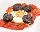 Huevos con tomate y morcilla