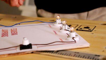 Circuito Electrico Simple Para Niños : Cómo funciona un circuito eléctrico en serie bricomanía