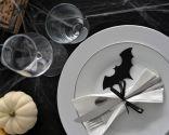 Decorar mesa para Halloween en blanco y negro