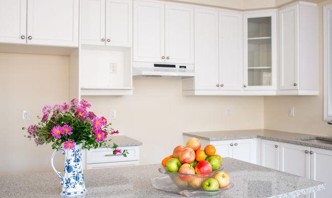 Limpiar la grasa de los armarios de la cocina hogarmania for Limpiar armarios de madera