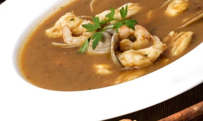 Las 10 recetas para Navidad más vistas en Hogarmania: Receta de Sopa de pescado con rape