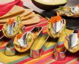 Tacos de maíz fritos con guacamole y anchoas