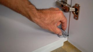 Frenos para puertas de armario