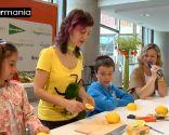 Decoración con frutas: Cómo hacer un ratón con un limón - Paso 3