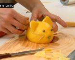 Decoración con frutas: Cómo hacer un ratón con un limón - Paso 7