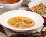 Garbanzos con verduras y su caldo en sopa