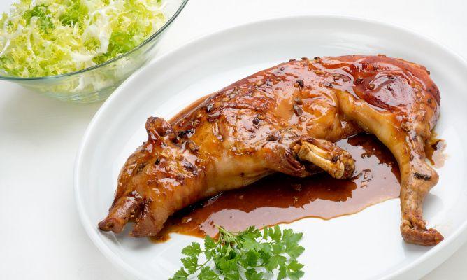 Receta de Cochinillo asado con ensalada de escarola