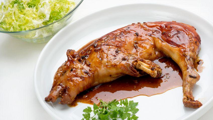 Receta de Cochinillo asado con ensalada de escarola - Karlos Arguiñano
