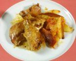 Pollo asado a la olla con patatas fritas