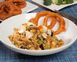 Arroz con verduras y aros de cebolla