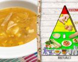 Sopa de pollo con estrellitas, para eliminar toxinas después de Navidad