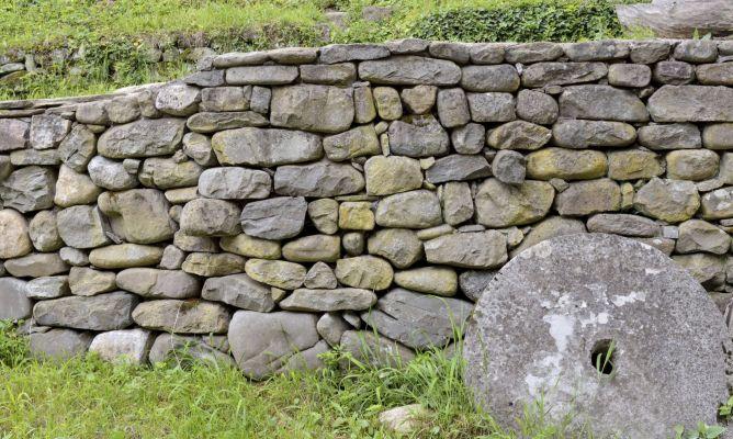Muro de piedra seca para el jard n bricoman a - Muros de piedra ...
