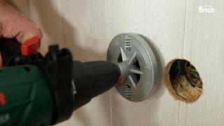 Cómo colocar un friso aislante