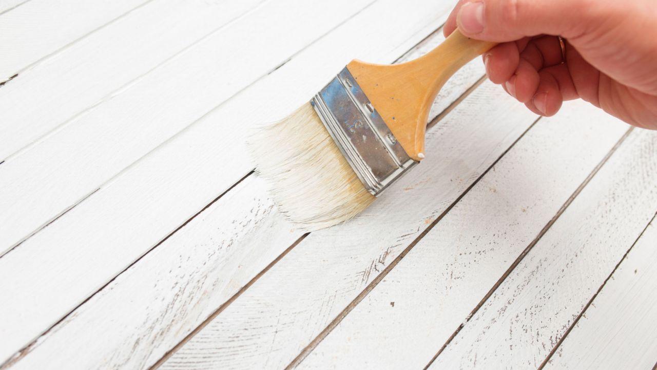 C mo pintar un mueble de madera paso a paso for Pintar puertas en blanco paso a paso