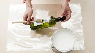 Paso a paso para decorar botellas para usar como jarrones - Paso 1