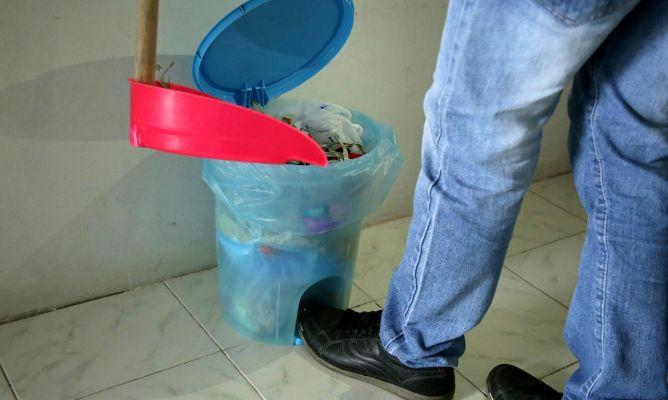 5 trucos para evitar el mal olor del cubo de basura - Mal olor bano bote sifonico ...