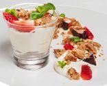 Mousse de chocolate blanco con crumble de almendra