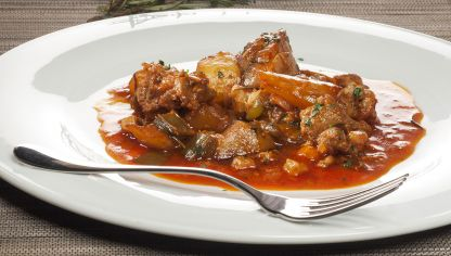Receta de cuellos de cordero en salsa karlos argui ano - Bacalao guisado con patatas ...