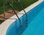 Colocación de escalera en piscina