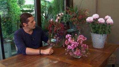 centros florales de invierno en tonos rosas