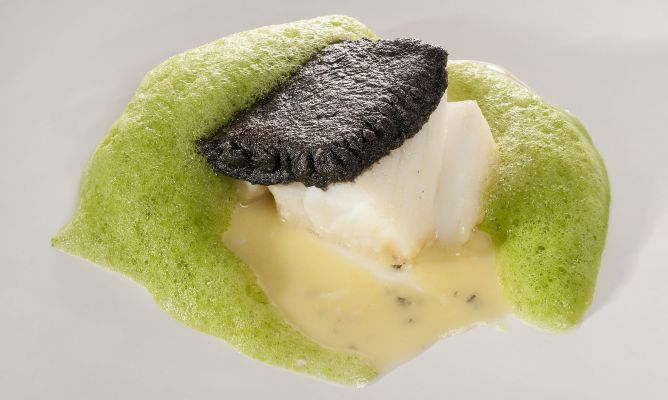 Receta de Bacalao con costra negra, su pilpil y aire de perejil - Bruno Oteiza