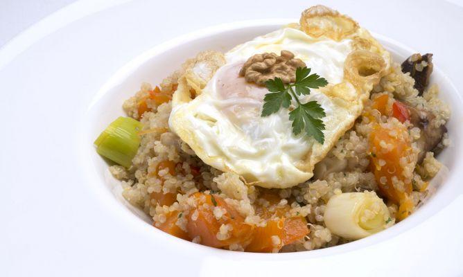 Receta de quinoa con verduras y huevo frito karlos argui ano for Cocina quinoa con verduras