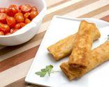 Rulos de pavo empanados con tomates cherry